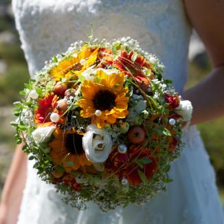 Traditionelle Hochzeitsfotografie findet sich im Braut Strauß wieder.