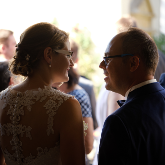 Hochzeitsfotografie organisiert man während der Hochzeit.