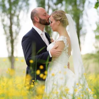 Hochzeitsfotografie mit viel Gefühl und genügend Abstand für Privatssphäre.